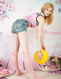 This petite teen cutie knows how to please that dripping wet hole of hers and stretch it limits.