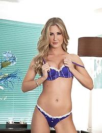 Samantha Alexandra  satisfies her sexual urge