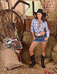 Cowgirl Billie Star Stuffs her Girlie Pie and Heinie Hole