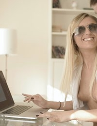 Blonde beautiful Jassie Gold uses her nubile charms to seduce her man and gives him a hot ride in her bald pussy