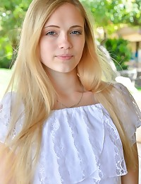 Alexia Fresh Nudist