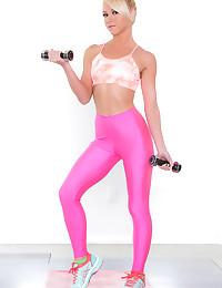 Krystal Shay enjoys masturbating during her workout session