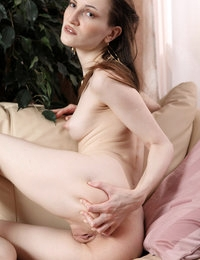 Glamorous hottie Odina spreads legs extremely wide to show off pussy